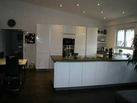 Hochwertig ausgestattete 2 Zimmer Wohnung 87 qm in Ettlingen