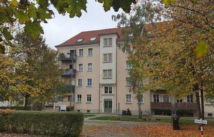 """Schöne 1-Raum-Wohnung, Nähe Konzert- und Ballhaus """"Neue Welt"""", 1. OG, Kü+Bad mit Fenster, Stellplatz"""
