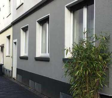 Kreuzviertel: Wunderschöne, helle 2-Zimmerwohnung mit Balkon und EBK - Erstbezug nach Renovierung
