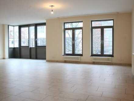 Große Stadtwohnung (Wfl. 134 m²) für max. 2 Personen, direkt im Zentrum