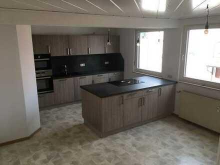 Schöne, geräumige vier Zimmer Wohnung in Pohlheim- Grüningen