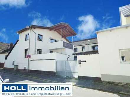 *** Großzügige 3,5-Zimmer-DG-Wohnung *** in Mühlheim  mit herrlichem Balkon in kleiner Wohneinheit