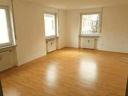 Schöne drei Zimmer Wohnung / Küche/ Bad