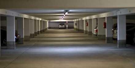 trockener Tiefgaragenstellplatz nähe Audi Forum