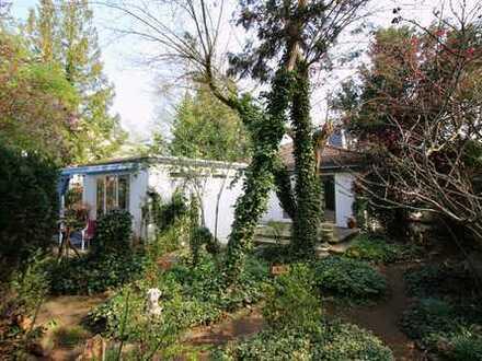 Göttersiedlung: Freistehendes Haus mit Anbau, Garage und vielfältigem Entwicklungspotenzial!
