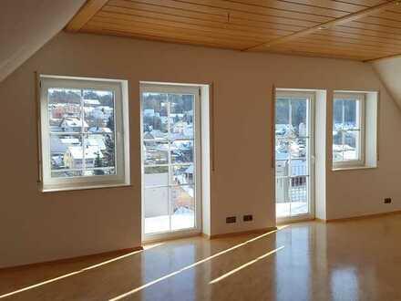 Gepflegte 3,5-Zimmer-DG-Wohnung mit Balkon und Einbauküche in Güntersleben