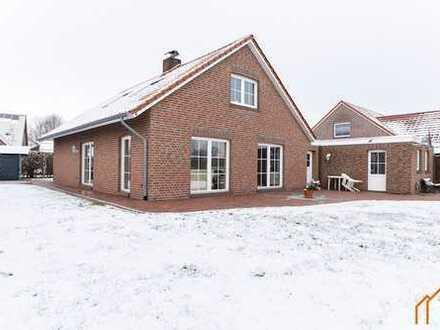 VERKAUFT! Top gepflegtes Einfamilienhaus in ruhiger Siedlungslage mit Wiesenblick!