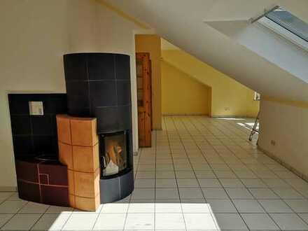 Freundliche 2-Zimmer-Dachgeschosswohnung mit Balkon und EBK in Weilrod