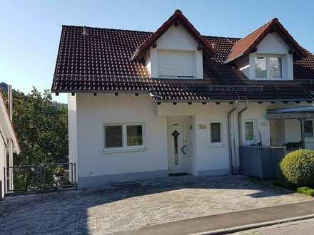 von Privat: DHH in Schriesheim-Altenbach Bj 2000 5½ ZKB