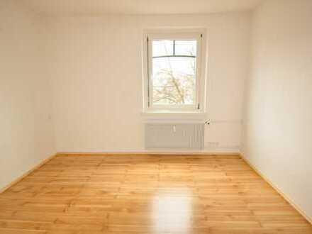 Schöne 3 ZKB-Wohnung, inkl. EBK, Balkon, Essküche, Vollholz-Parkett, ZH, TG möglich - A-Zentrumsnähe