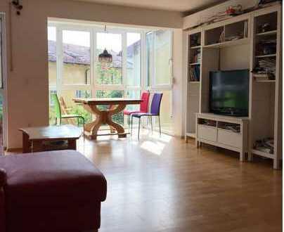 Sonnige 3 Zimmer Wohnung mit zwei Wintergärten in Göggingen (Augsburg)