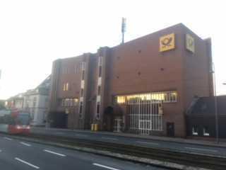 Technikgebäude mit ehemaliger Postfiliale in Köln-Lövenich
