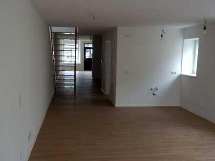 Gewerbeeinheit für Büro/Geschäft mit Lager/Werkstatt und / oder Wohnraum in Elstra zu vermieten