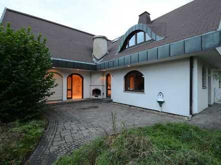Prachtvolle Villa mit 2 Einliegerwohnungen und bezaubernder Aussicht in Loffenau!