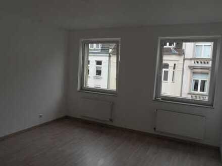 sanierte, helle 2 Zimmer Wohnung im Agnesviertel