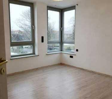 Modernisierte 2 Zimmer-Galerie Wohnung mit Dachterrasse und EBK in Königsbrunn