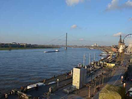 Altbau-Traumwohnung in der Karlstadt mit dem besten Rheinblick Düsseldorfs