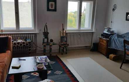 Großes helles Zimmer in Charlottenburg mit dazugehörigem Arbeitszimmer