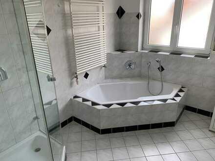 Sehr sonnige & ruhige 4,5-Raum-Penthouse-Wohnung mit 2 Balkonen und Einbauküche in Baienfurt