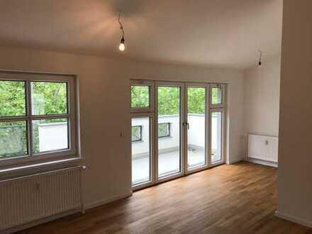 EXKLUSIVE-3-Zi.Dachgeschosswhg.-hochwertige Einbauküche, Parkett, Aufzug-zwei Sonnenterrassen-frei!
