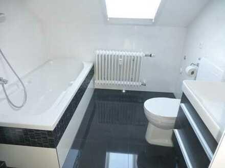 Vollständig renovierte 4-Zimmer-DG-Wohnung mit Balkon
