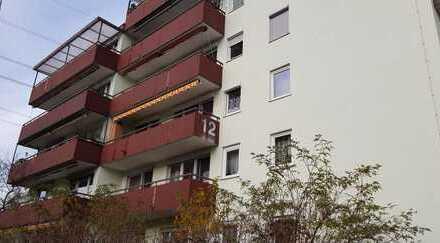Stilvolle, vollständig renovierte 2-Zimmer-Wohnung mit Balkon und EBK in Stuttgart