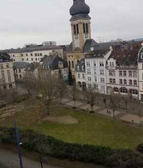 AUFGEPASST: Helle, großzügige 2-Zimmer Wohnung mit TG-Platz im Herzen von Offenbach