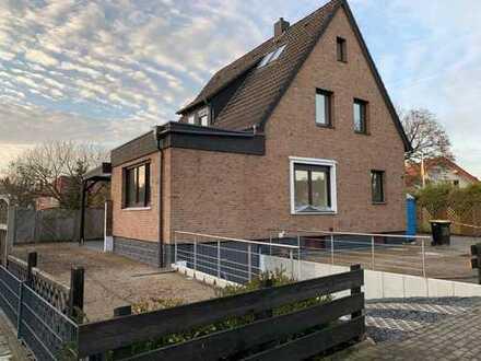 Schönes freistehendes Einfamilienhaus in ruhiger Lage mit sieben Zimmern in Bielefeld, Brackwede
