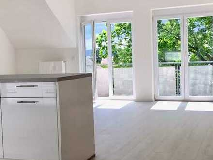 Stilvolle, lichtdurchflutete 2-Zimmer-Wohnung mit Südbalkon