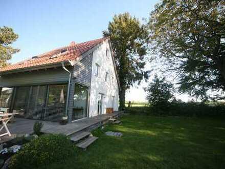 Freistehendes Einfamilienhaus im Grünen mit Einliegerwohnung in Leitershofen
