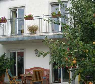 Modernes Reiheneckhaus mit Garten in familienfreundlicher Lage