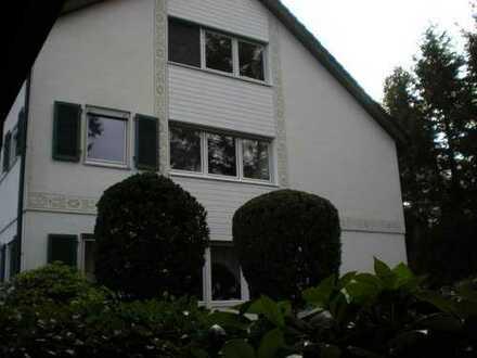 renovierte + modernisierte 3 1/2 Zimmer - Mietwohnung mit überd. Südbalkon + PKW- Garage