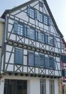 Sonnige 4-Zimmer Wohnung in TOP LAGE; ab sofort bezugsfrei