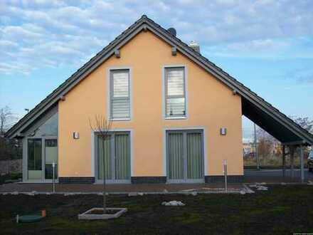 Komplett mit Wintergarten und Carport - Massivhaus zum Wohlfühlen