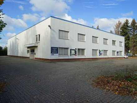 Verkaufs- und Lagerhalle mit Büro- und Sozialräumen in guter Lage zu vermieten