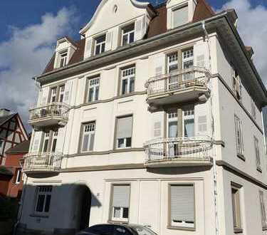 Baden-Baden Lichtental - Nahe ALLEE. Sehr schöne helle Altbauwohnung mit hohen Räumen.