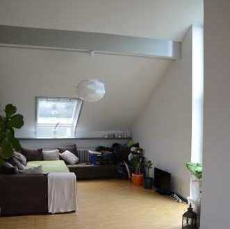 Repräsentative Dachgeschosswohnung in Karlsruhe-Wolfartsweier