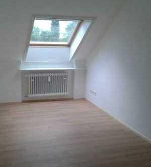 Helle 1-Zimmer-Nichtraucher-Wohnung im 3. OG eines gepflegten 10-Parteien-Hauses
