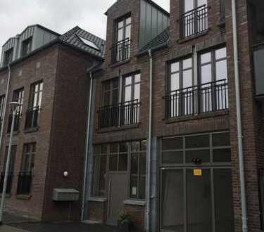 Traumhafte 2-Zimmer Wohnung mit riesigem Süd-Balkon und Aufzug im Zentrum von Bracht