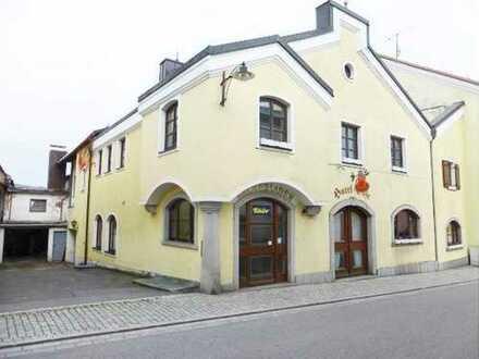 Großzügiges Wohn- und Geschäftshaus (Restaurant/ Hotel/ Café/ Wohnungen) in guter Marktlage