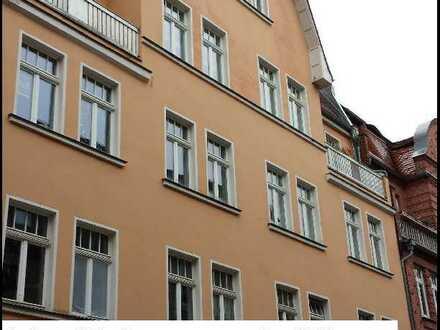 Höll-Immobilien vermietet schöne 3-Raum-Wohnung in der City von Halle mit großer Terrasse.
