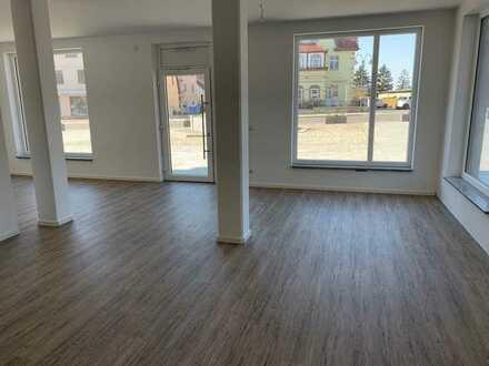 Attraktiver Gewerberaum, ideal für Büro oder Einzelhandel im Neubau, Bestlage