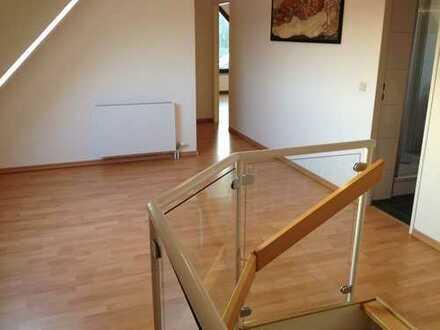 Haus im Haus: Maisonette-Wohnung in Baumberg, 3,5-Zimmer mit großer Galerie für Anspruchsvolle