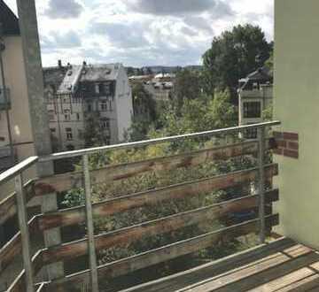 Außergewöhnliche Einraumwohnung mit großem Balkon