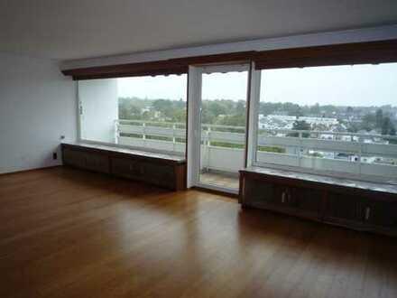Schöne 6-Zimmer-DG-Wohnung mit Traumblick, 3 Balkonen und Einbauküche in ruhiger Lage in Aachen