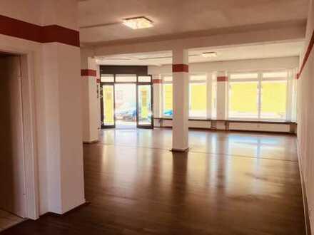 Helle, große Räume (Laden/Büro/Praxis) in Freising/Lerchenfeld sofort zu vermieten