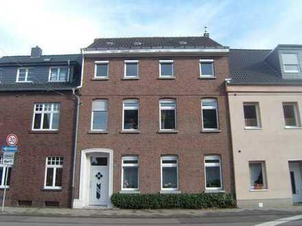 Krefeld-Hüls, reizv. 3 Zimmer KDB, Balkon, 1.OG