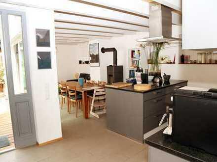 Wohnen wie im eigenen Haus: liebevoll sanierte Wohnung in denkmalgeschütztem Winzerhof