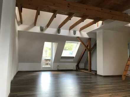 Gepflegte 3,5-Zimmer-DG-Wohnung mit Balkon in Essen