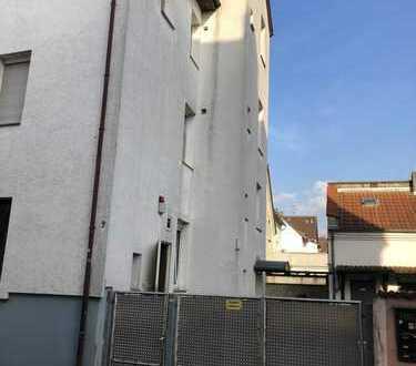 Gepflegte 2-Zimmer-Wohnung mit Einbauküche und möbliert in Frankfurt am Main